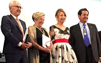 Los oncólogos Vicente Guillem y Ana Lluch, colegiados de honor del COMV
